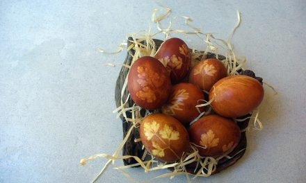 How to Decorate Eco Easter Eggs with Zero-Waste