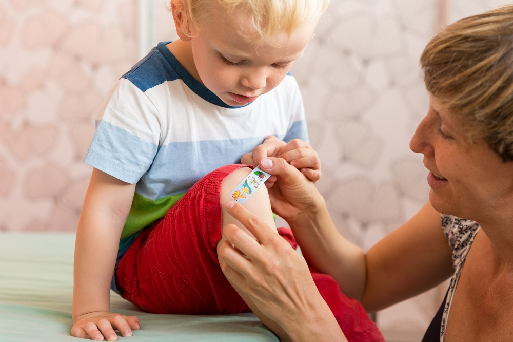 5 Natural Essentials for Your Family First Aid Kit