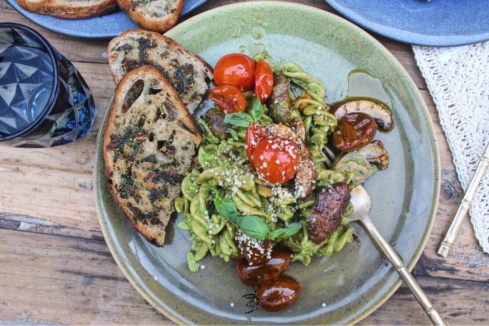 Kale and hemp pesto pasta