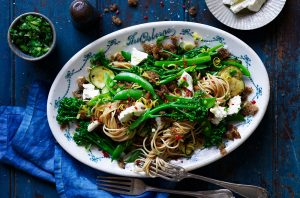 Spaghetti w broccolinigarlic crumbs